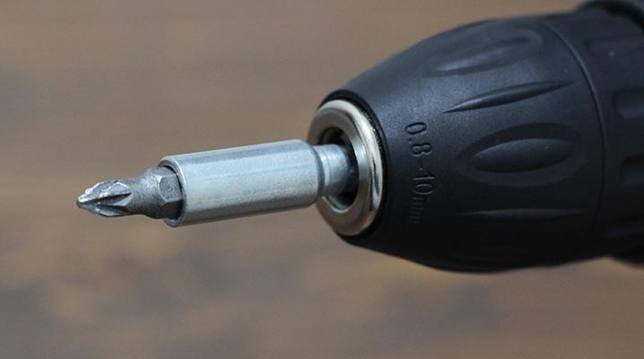 ビットの取り付け - IKEAの電動ドライバーFIXA7.2V