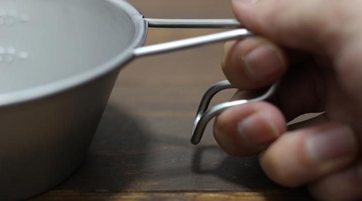 持ち手の握り方 - スノーピークのステンレス製シェラカップ