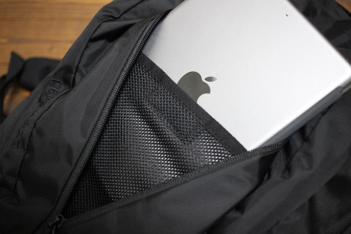 フロントポケットにiPad - ザ・ノース・フェイス テルス25